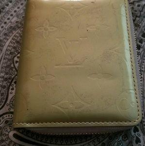 Louis Vuitton vernis monogram patent zip wallet